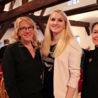 Foto (v.l.): Claudia Arabackyj, Magdalena Reiß, Helga Schmitt-Bussinger